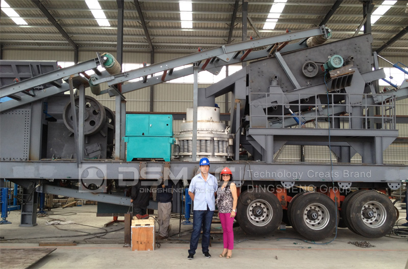 dsmac mobile crushing plant arrived at Mobile jaw crusher is widely used in mining, construction etc, dsmac dmp mobile cone crusher intelligent control system 500t/h high spec crushing and screening plant the high equipped 500tph stone crushing line includes vibrating feeder, european type jaw crusher, hst single cylinder hydraulic.